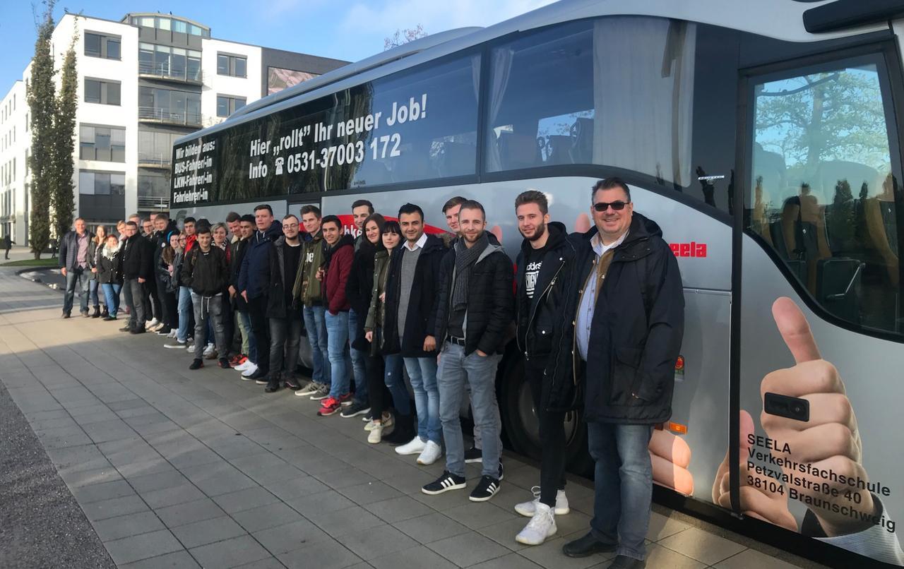 Harzburger Stifte besuchen Autostadt