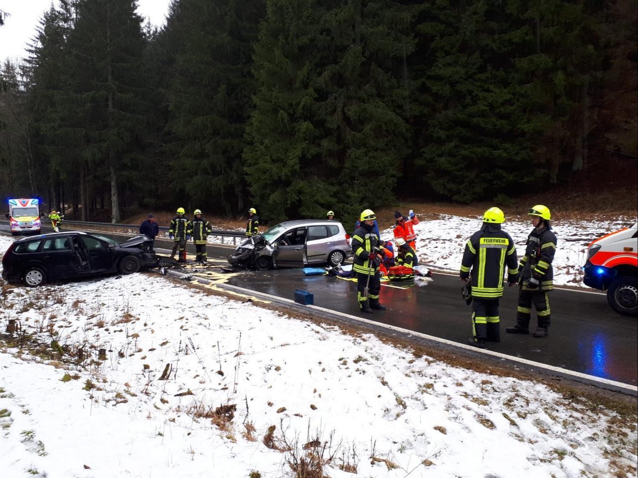 Fünf Personen schwer verletzt