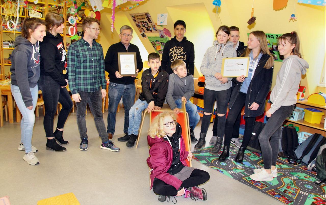 Schüler spenden an Kinderschutzbund