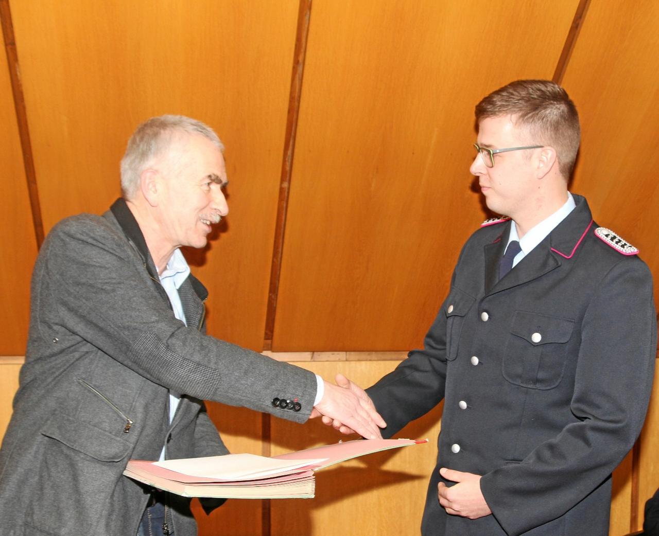 Bürgermeister verpflichtet Sebastian Voigt