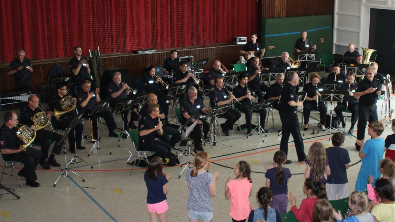 Polizeiorchester besucht Grundschüler
