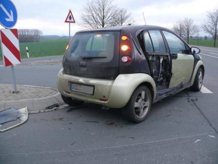 Smart-Fahrer übersieht Renault