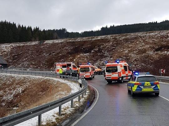 Schwerer Verkehrsunfall auf B241