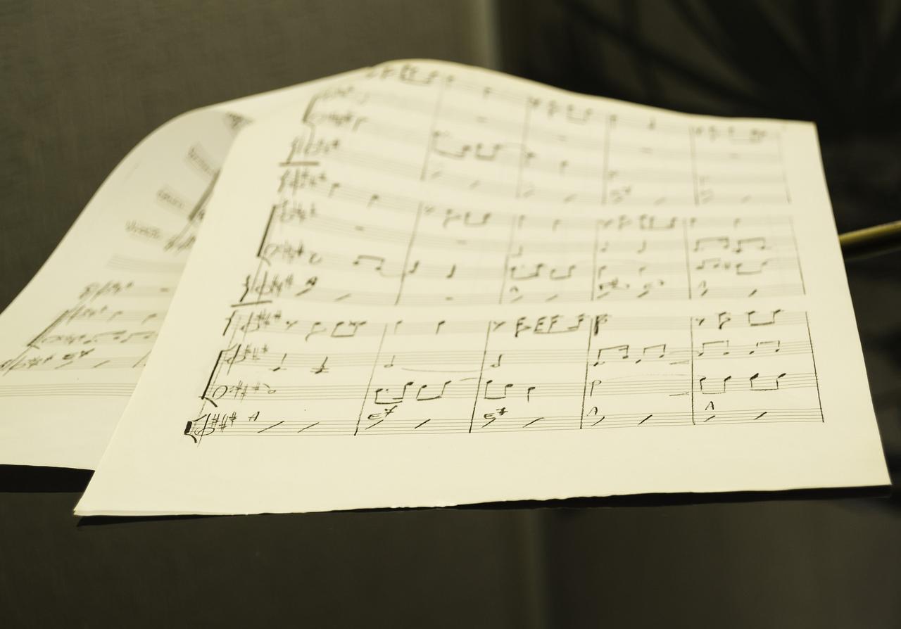 Kantor spielt Stücke für eine Flötenuhr