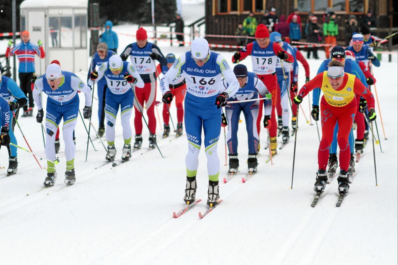 Skilangläufer starten auf Sonnenberg