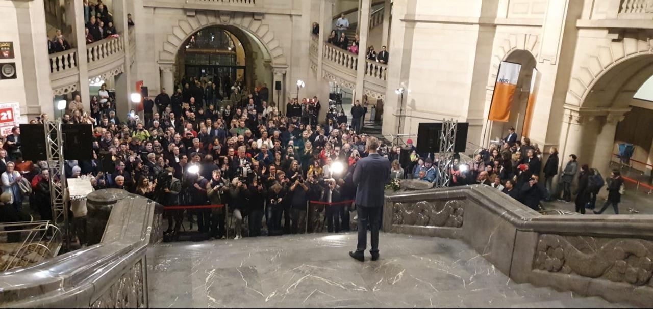 Rede auf der Rathaus-Treppe