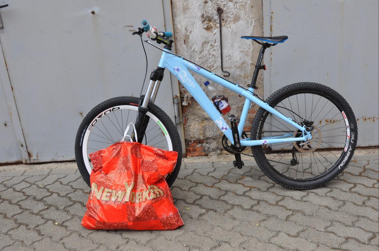 Ladendiebin lässt Rad zurück