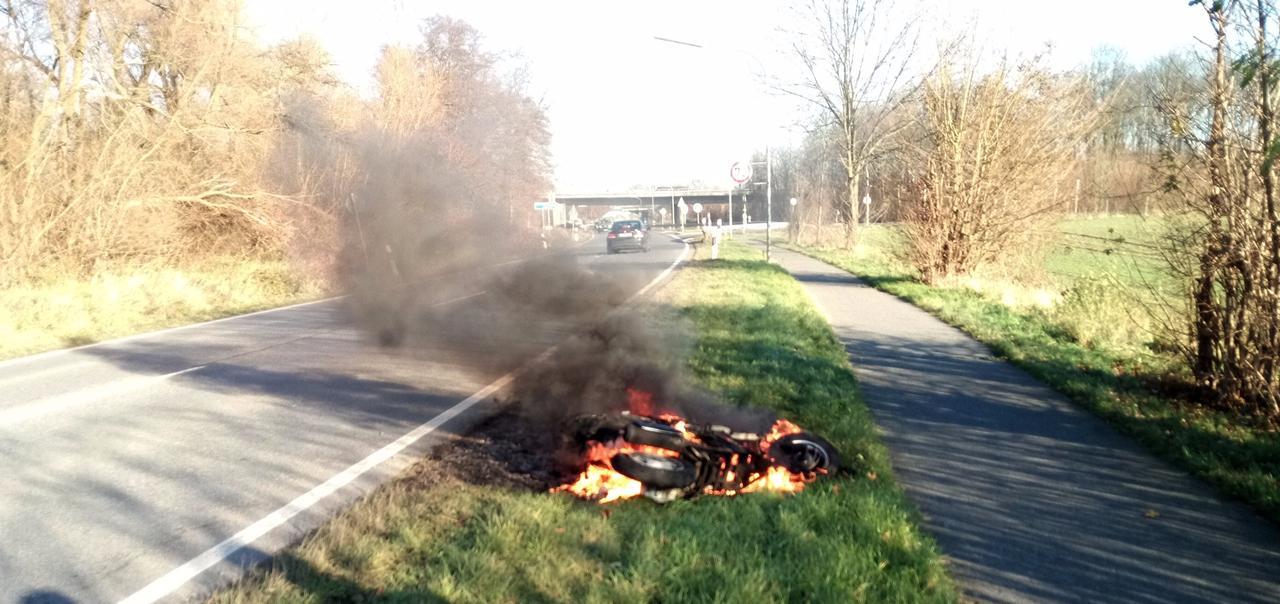 Motorroller brennt ab