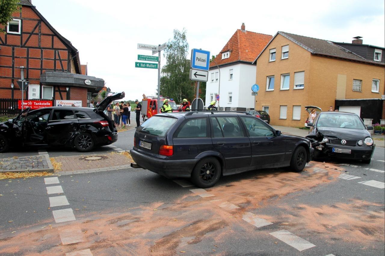 Ein Unfall mit drei Fahrzeugen