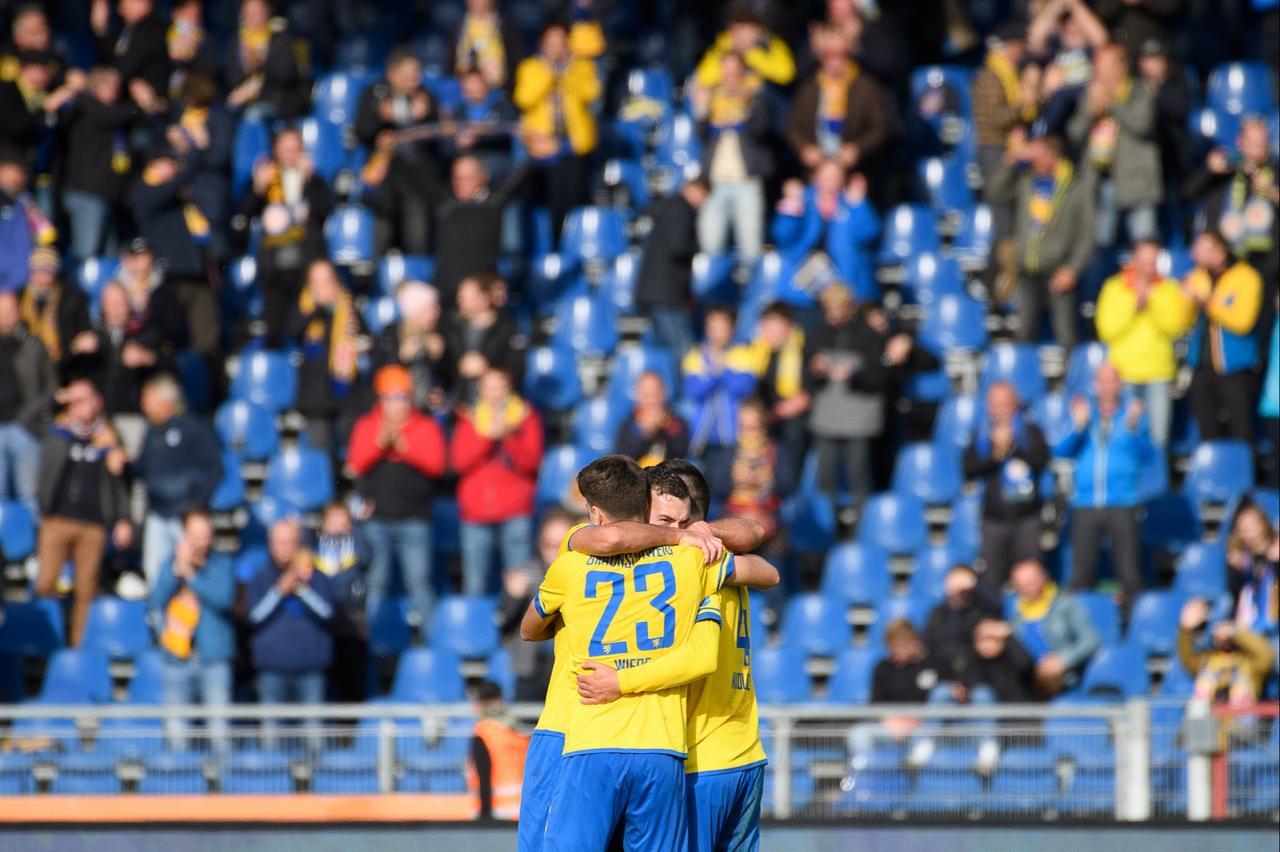 Eintracht Braunschweig siegt in Unterzahl