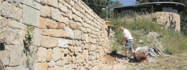 Sanierung der Mauerreste
