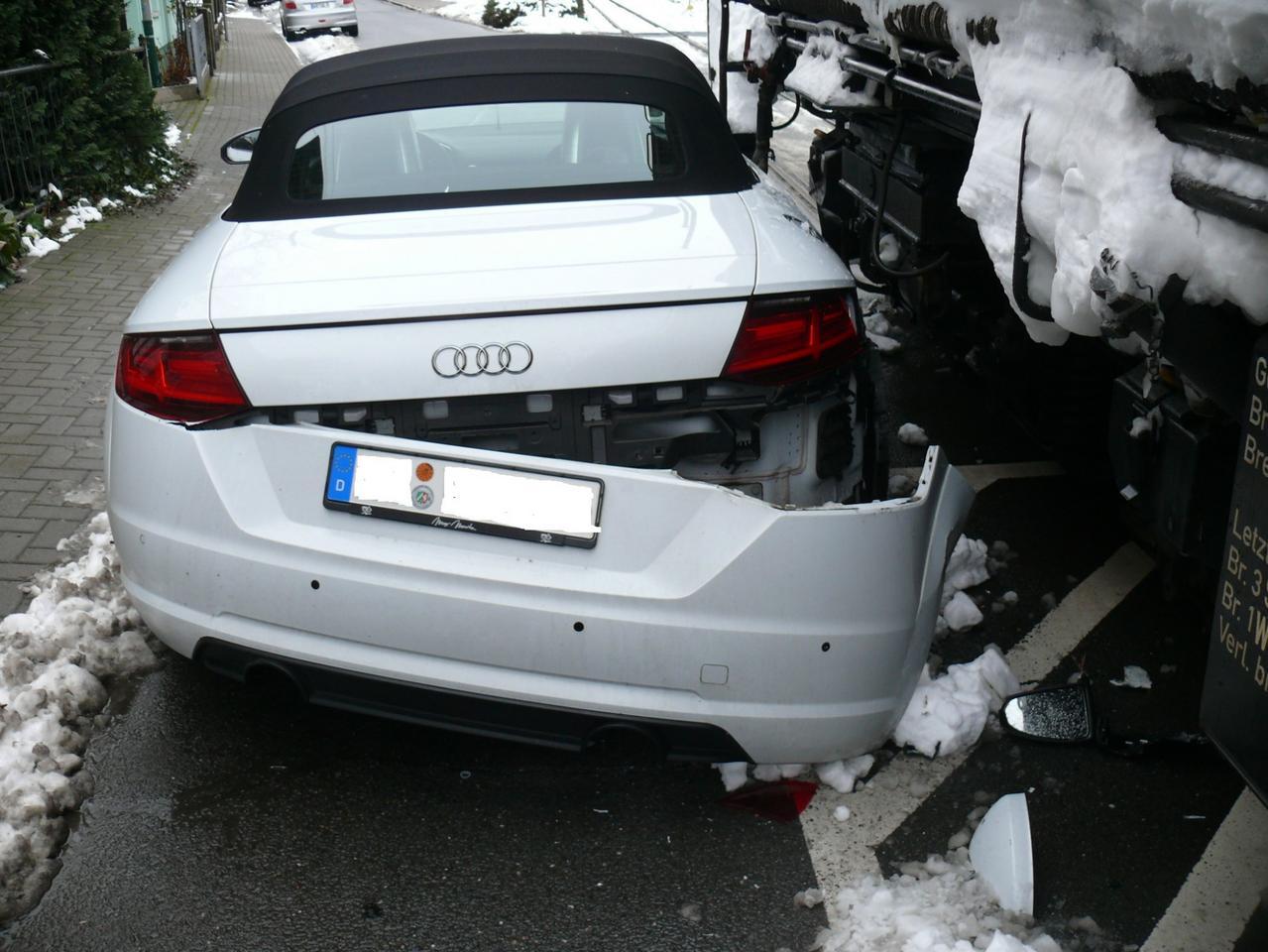 Auto kollidiert mit Harzquerbahn