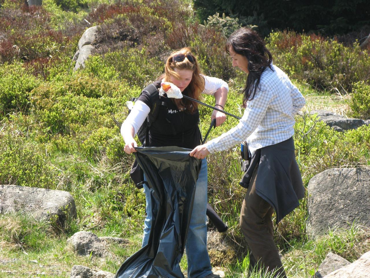 Geocacher sammeln Müll im Nationalpark