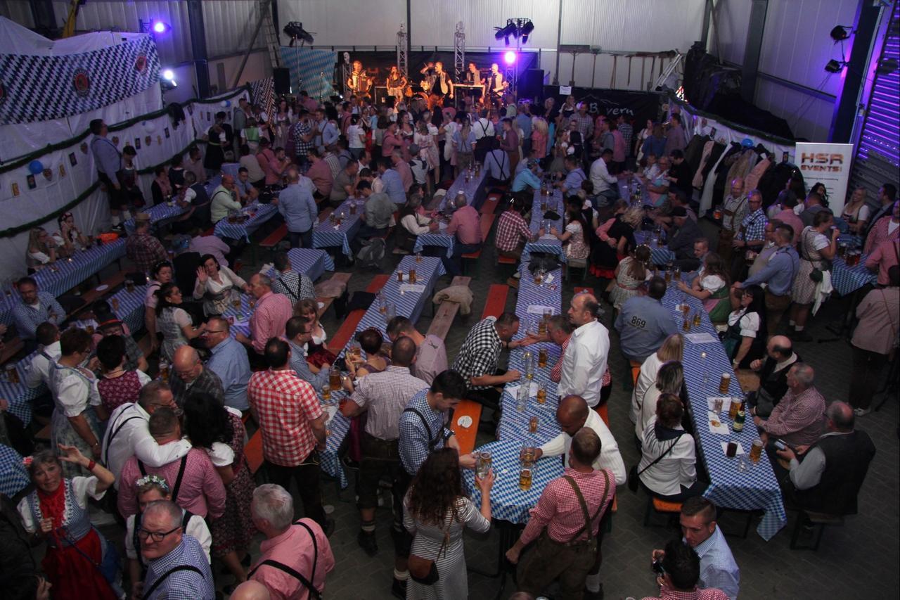 300 Gäste feierten Oktoberfest   GZ Live - GZ Live