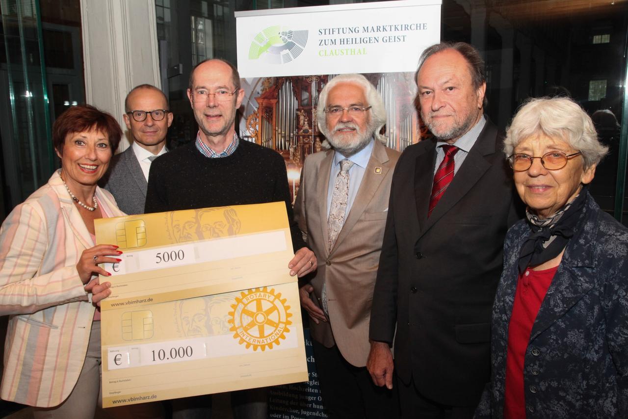 Rotary spendet 15000 Euro für die Marktkirchenorgel