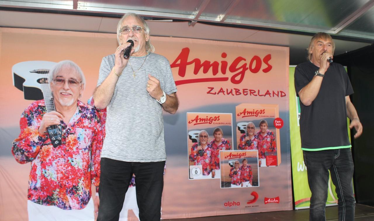 """Autogrammstunde der """"Amigos"""""""