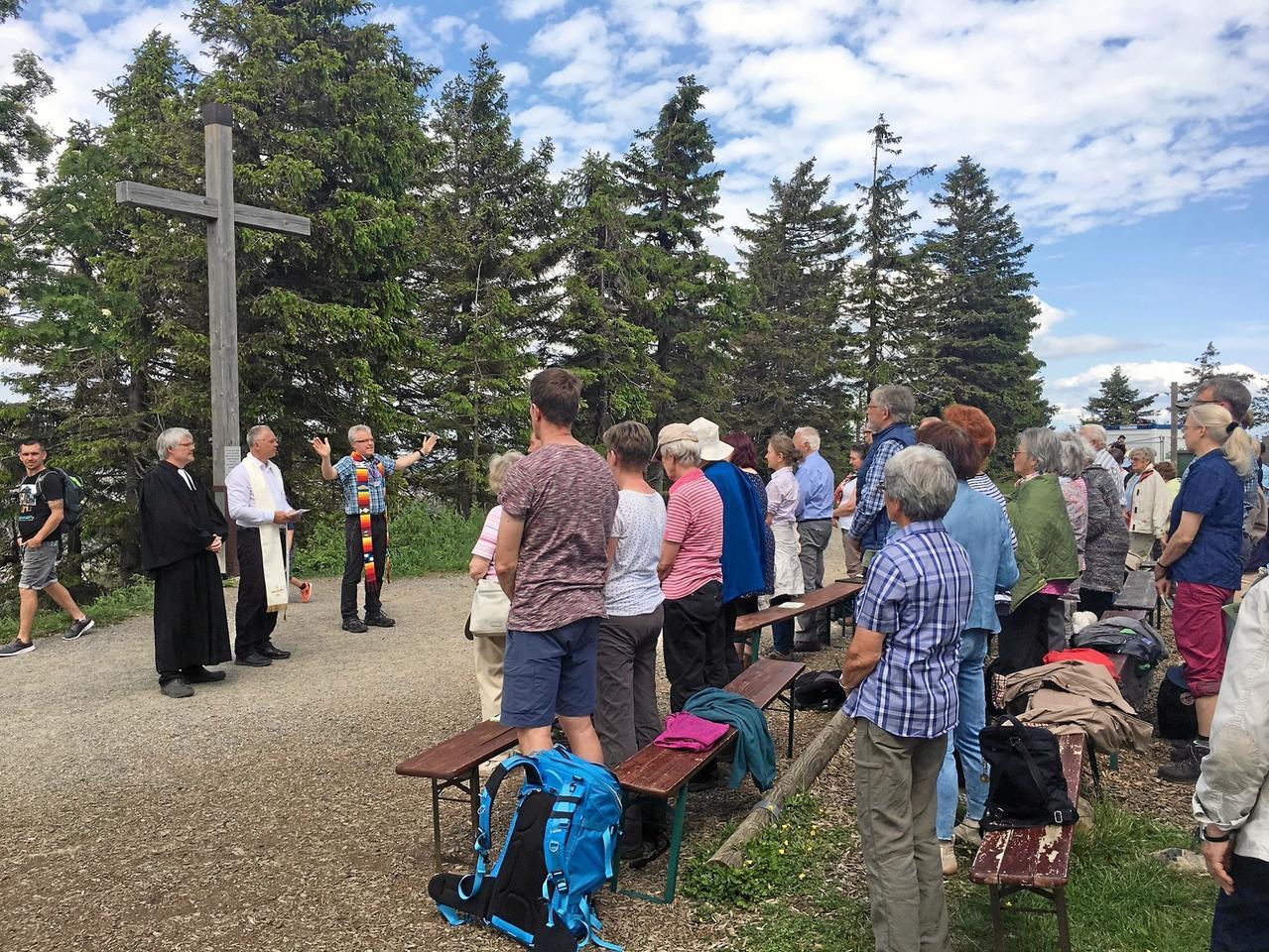 100 Christen beim Gipfel-Gottesdienst