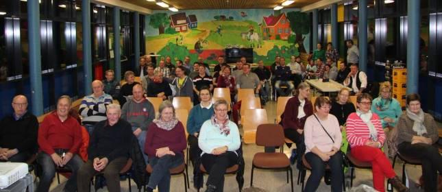 Versammlung erstmals in der Pausenhalle