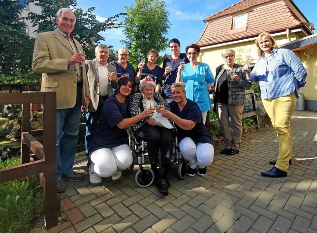 Frieda Hollmann feiert 100. Geburtstag