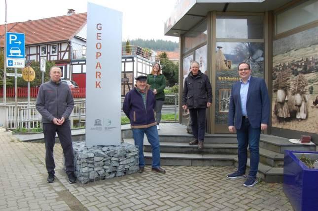 Neue Geopark-Stele ziert und informiert