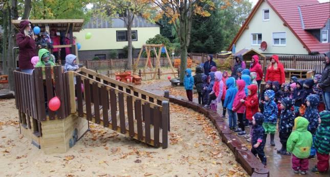 Kindergarten weiht Spielplatz ein