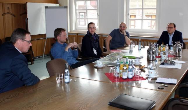 Erstes Treffen mit Hochseilgarten-Betreiber