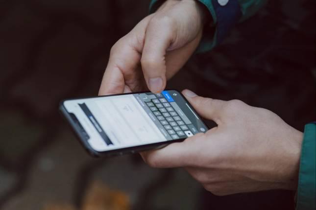 Dieb klaut Handy - App entlarvt ihn