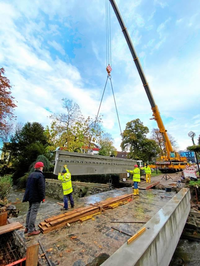 Millimeterarbeit an der Weißen Brücke