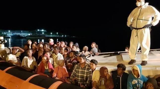 Über 2000 Menschen erreichen Lampedusa
