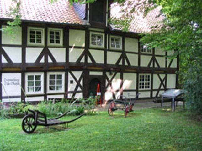 Freie Plätze beim Flechtkurs im Museum