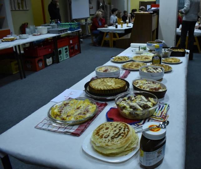 Schüler kochen Gerichte aus Heimatländern