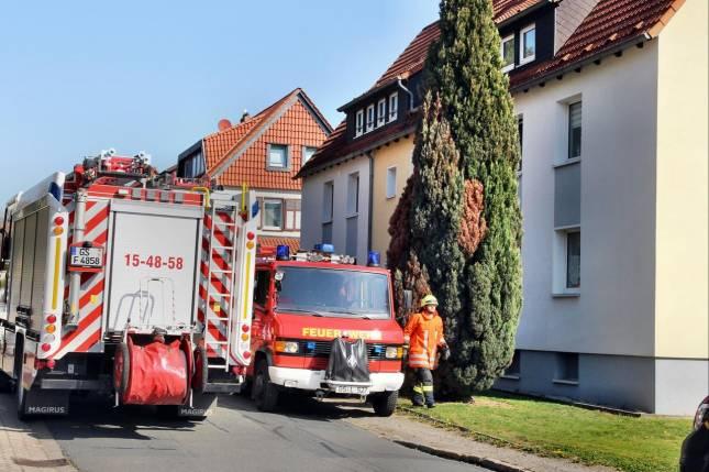 Frau vernimmt Hilferufe aus Nachbarwohnung