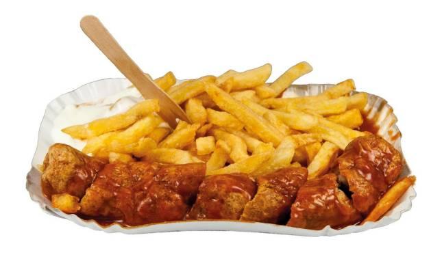 Currywurst und Pommes gegen Blutspende