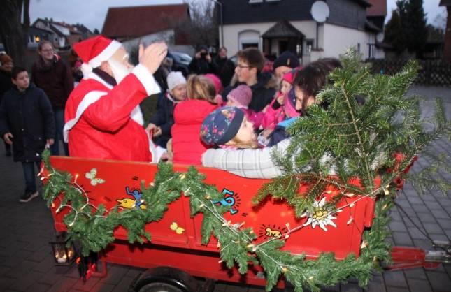 Weihnachtsmann kam auf dem Anhänger