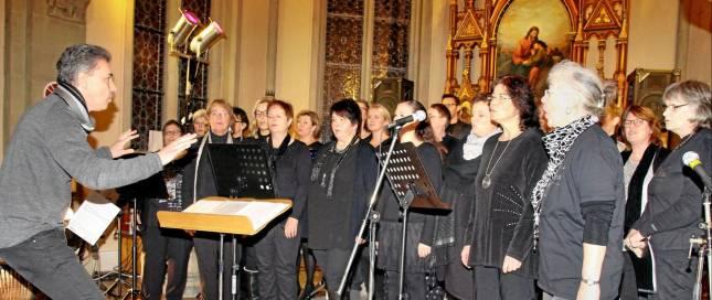 Chor singt für Hilfsprojekt in Kenia
