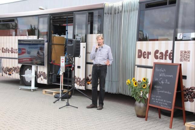 Mobiler Café-Bus bewirtet jetzt Gäste