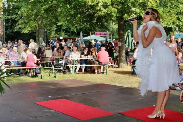 Sommerfest mit Glanz, Glamour und Feuerwerk