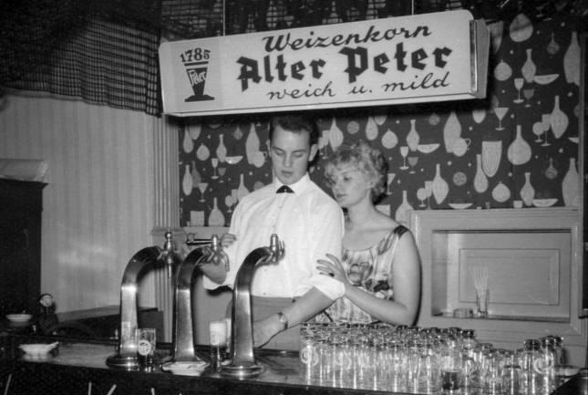 """In Anzug und Petticoat """"nach Hotopp"""""""