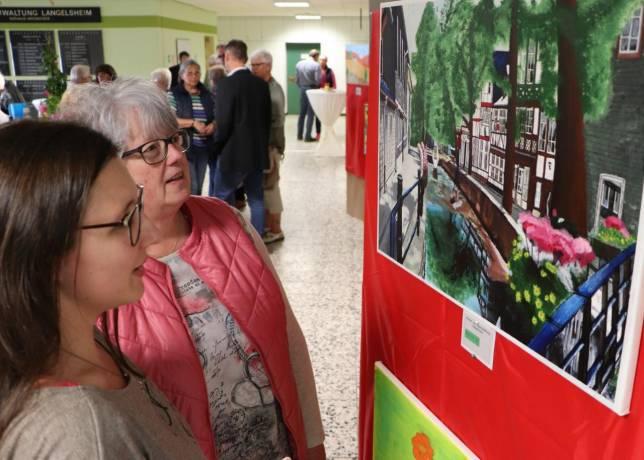 Lokalpolitiker zeigen Kunstwerke
