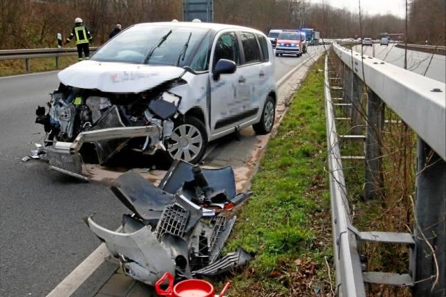 B6 nach Unfall gesperrt - Frau verletzt