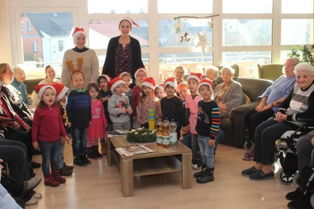 Kinderchor singt für Senioren