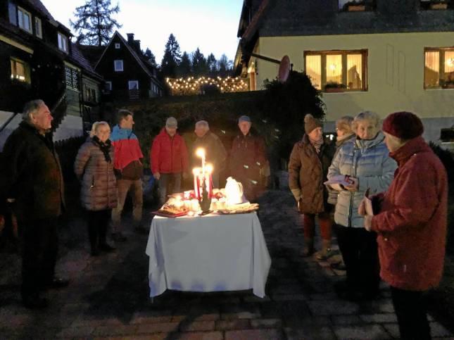 Adventskalender mit zehn Gästen zum Start