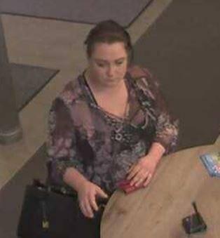 Polizei sucht Frau wegen Betruges