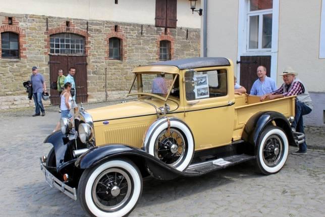 Altstadtflohmarkt trifft auf Automeile