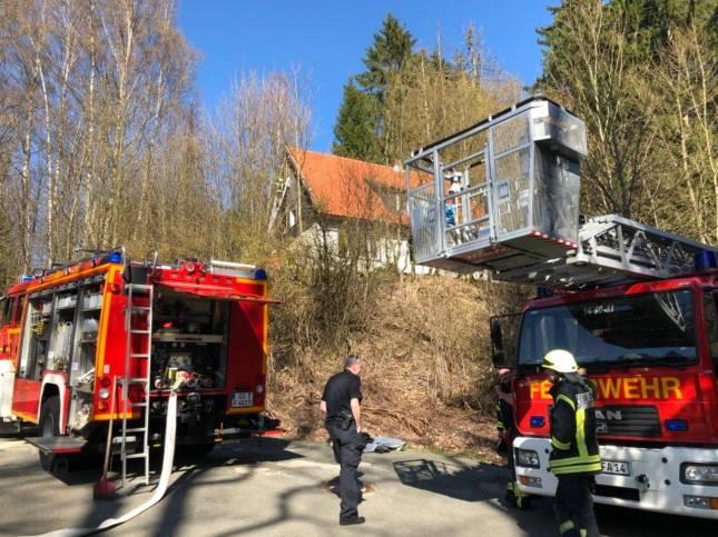 Leer stehendes Haus brennt