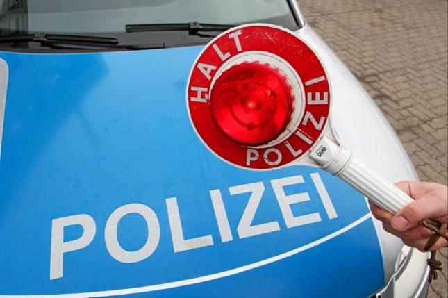 Lilafarbener Opel Astra angefahren
