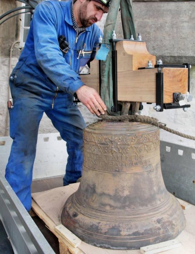 Gottesdienst mit reparierter Glocke