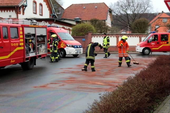 Lange Ölspur fordert Feuerwehren
