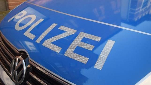 """Mit Auto über Sportplatz """"gepflügt"""""""