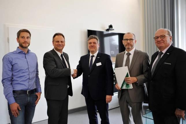 TU und FWT erweitern Kooperation